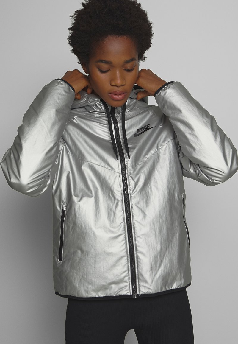 Nike Sportswear - Lehká bunda - metallic silver