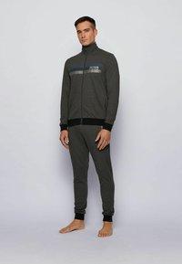 BOSS - AUTHENTIC - veste en sweat zippée - dark grey - 1