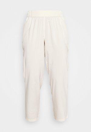BRANDED PANT - Treniņtērpa apakšdaļas - white