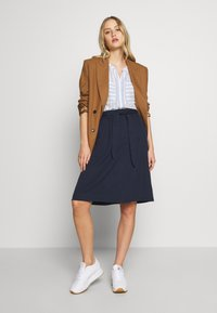 King Louie - AVA SKIRT MILANO CREPE - A-line skjørt - dark navy - 1