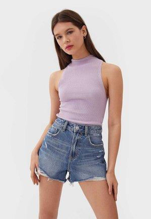 MIT RISSEN  - Jeans Shorts - blue denim