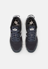 New Balance - ARISHI - Trail running shoes - outer space - 3