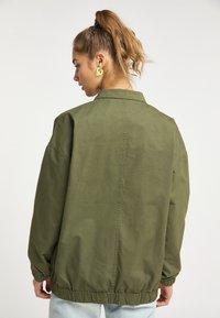 myMo - Light jacket - militär grün - 2