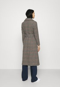 Who What Wear - BELTED TRENCH - Classic coat - multi - 2
