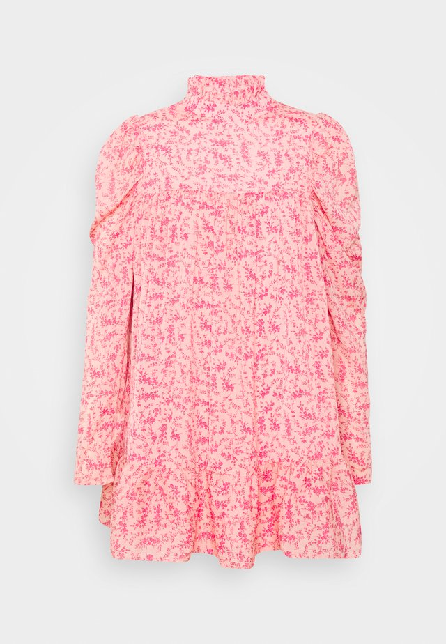 PUFF SLEEVE TIERED SMOCK DRESS FLORAL - Kjole - pink