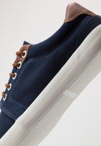 Pier One - UNISEX - Matalavartiset tennarit - dark blue - 5