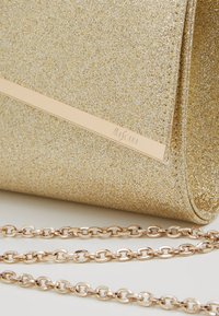 Mascara - Clutch - gold