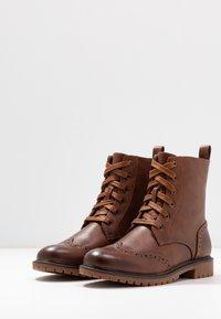 Anna Field - Šněrovací kotníkové boty - cognac - 4