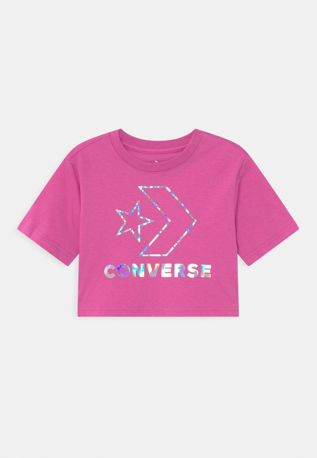 STAR CHEVRON IRIDESCENT - Print T-shirt - active fuchsia