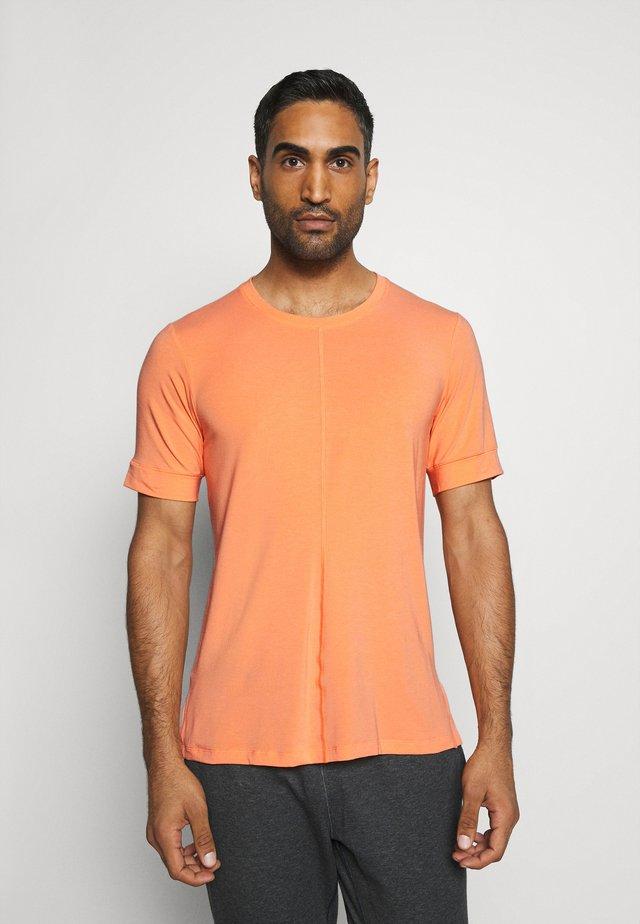 Basic T-shirt - orange frost/black