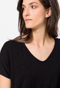 zero - Print T-shirt - black - 3