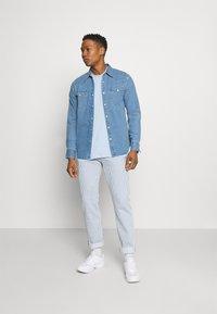 Nike Sportswear - CLUB TEE - T-shirt - bas - psychic blue/white - 1