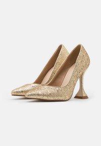 BEBO - MONICA - Lodičky na vysokém podpatku - gold glitter - 2