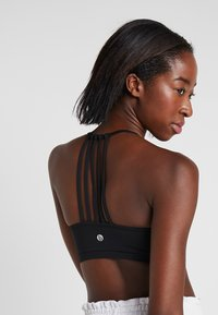 Cotton On Body - STRAPPY CROP - Soutien-gorge de sport - black - 4