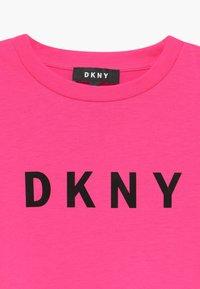 DKNY - SLEEVE - Žerzejové šaty - pink - 3