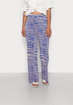 CLARA TROUSERS - Pantalon classique - blue pink