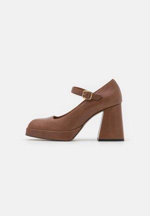Platform heels - tabaco