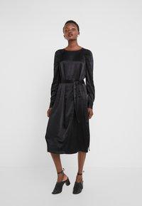 Bruuns Bazaar - PHILOSOPHY NILE DRESS - Koktejlové šaty/ šaty na párty - black - 0