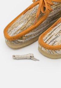Clarks Originals - WALLABEE - Casual lace-ups - sand/natural - 5
