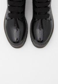 TOM TAILOR DENIM - Kotníkové boty na platformě - black - 5