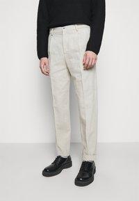 Holzweiler - RINO TROUSER - Trousers - light grey - 0