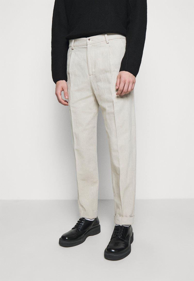 Holzweiler - RINO TROUSER - Trousers - light grey