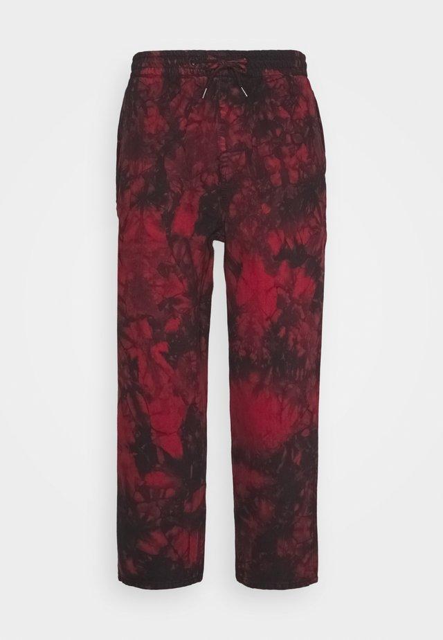 STRANGE TIMES PANT - Pantalon classique - deep red