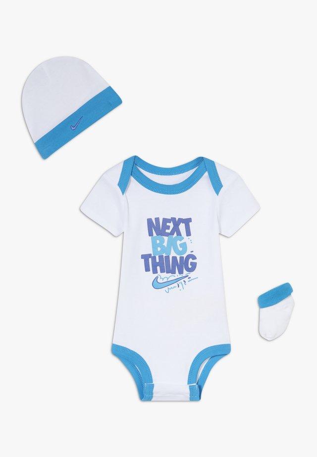MOTIVATE VERBIAGE BABY SET  - Prezenty z okazji narodzin - white