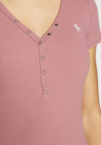 Abercrombie & Fitch - ICON HENLEY 3 PACK - T-shirt - bas - pink/white/navy - 7