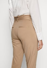 Vero Moda Tall - VMEVA  LOOSE PAPERBAG PANT  - Bukse - silver mink - 3