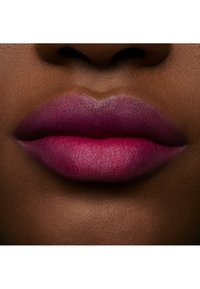 MAC - POWDER KISS LIQUID LIPCOLOUR - Flüssiger Lippenstift - make it fashun!