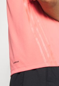 adidas Performance - AEROREADY TRAINING SLIM SHORT SLEEVE TEE - Print T-shirt - coralle - 5
