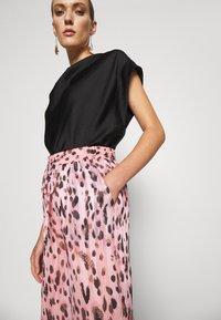 Milly - LEOPARD STRIPE BURNOUT - Kalhoty - pink/multi - 3