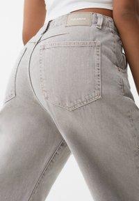 PULL&BEAR - Straight leg jeans - grey - 4