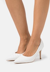 NA-KD - QUILTED POINTY  - High heels - white - 0