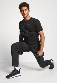 Puma - MODERN BASICS TEE - T-shirt med print - black - 3