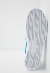 Nike SB - ADVERSARY UNISEX - Skate shoes - white/photo blue - 4