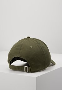 New Era - ESSENTIAL - Cap - olive - 3