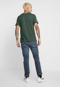 Nike Sportswear - TEE ICON FUTURA - Print T-shirt - galactic jade/ember glow - 2