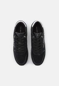 Tommy Hilfiger - METALLIC FLATFORM - Sneakersy niskie - black - 4