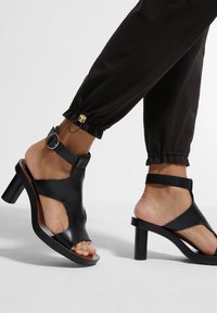 comma - MIT TUNNELZUG - Trousers - black - 4