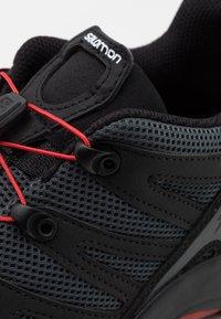 Salomon - XA PRO 1 UNISEX - Tenisky - black/magnet/racing red - 5
