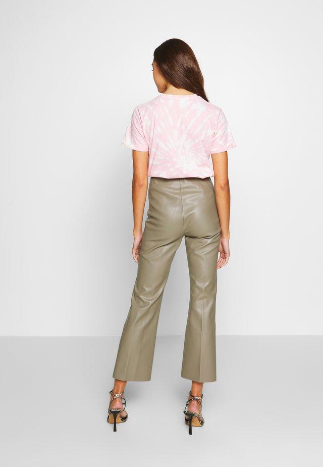 KAYLEE KICKFLARE PANTS - Trousers - brindle