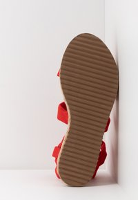 Public Desire - FRESCA - Sandály na platformě - red - 6