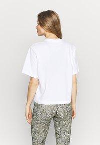 Nike Performance - DRY TEE BOXY RAINBOW - Print T-shirt - white - 2