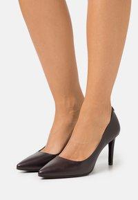 MICHAEL Michael Kors - DOROTHY FLEX - Zapatos altos - chocolate - 0