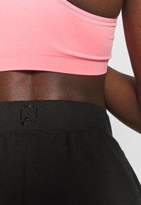 ONLY Play - ONPPERFORMANCE SHORTS - Pantalón corto de deporte - black - 4