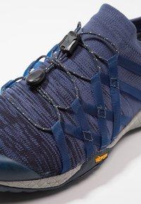 Merrell - GLOVE 4  - Trail running shoes - denim - 5