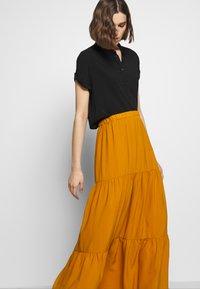 Sisley - SKIRT - Maxi sukně - mustard - 3