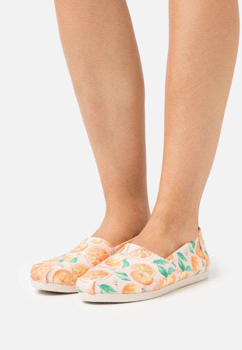 TOMS - ALPARGATA VEGAN - Nazouvací boty - pink